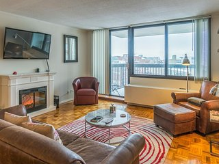 Spacious condo w/ lovely balcony, shared pool, & central location!