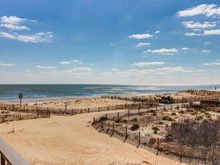 Oceanview home w/private balcony & immediate beach access!