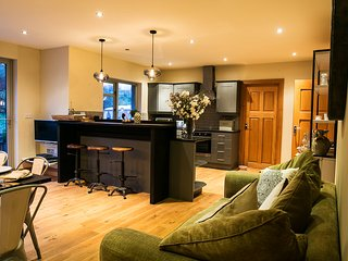 Large luxury house sleeping up to 13 with spectacular water views, Kenmare