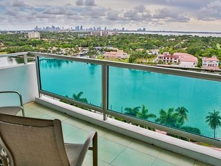 Large Beachfront 2BR/2BA in Miami Mid Beach -Pool/Beach Access/Onsite Gym/Tennis