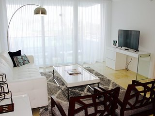 Deluxe Oceanfront 3 Bed 2 Bath with balcony in Mid Beach Miami - Pool/Gym/Tennis