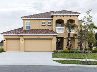 Solterra - 6BD/5BA Pool Home - Sleeps 12 - Platinum