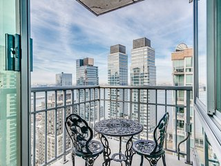 Central Park / Lincoln Center Luxury Penthouse 3BR 2BA +Balcony~Gym & Basketball, Long Island City