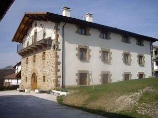 Casa Rural Juandiegorena I y II - 30 personas, holiday rental in Navarra