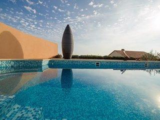 New Luxury villa with pool