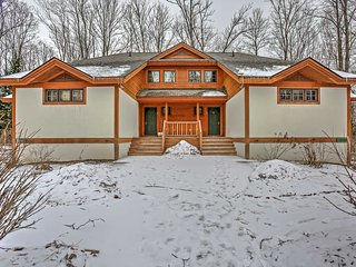 Cozy 3BR Boyne Falls Townhome w/Wifi, Fireplace & Forest Views - Just 300 Yards from the Ski Lift & Close to Restaurants & Boyne Mountain Grand Lodge!