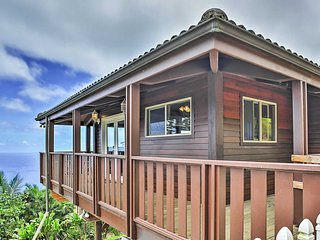 Wailuku Studio Cottage w/Private Deck & Ocean View