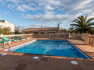 Cosy country house with pool and wifi located near Colonia de Sant Jordi