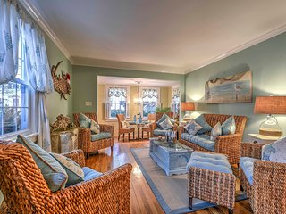 Cottage in Heart of Newport - 2 Miles to Beach!