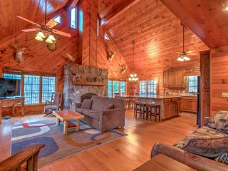 NEW! 'The Family Tradition' 3BR Criders Cabin