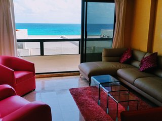 Spacious ocean front 3 Bed  Apartment behind Plaza Kukulkan in Marlin beach