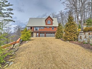 NEW! 4BR Boone Cabin w/ Balcony & Tree Top Views!