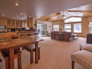 Serene & Spacious S. Lake Tahoe Home w/Hot Tub!