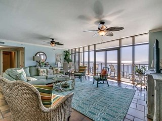 BEACHFRONT CONDO 2.5Acre Pool Complx,SwimUp Bar,NBeach Towers 5BR4BACondoSleeps1