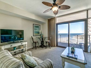 Perfect Couple's Getaway! 15th Floor Oceanfront Condo with King Size Bed