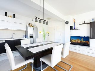 Apartment Eli - Two Bedroom Apartment with Balcony and City View