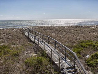 Oceanfront Home, Private Boardwalk to the Beach, N Carolina Beach Avenue, Perfec