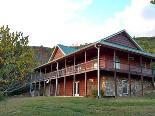 Smoky Mountain Hideaway, Tallassee