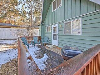 Quiet 2BR Cabin w/Deck - Near Big Bear Lake!