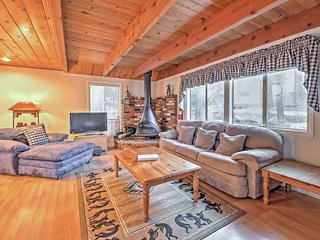 Cozy Cabin w/Deck & Fireplace- Near Big Bear Lake!