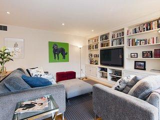 Super 2 Bedroom 2 Bathroom Apartment in Kensington * Best Internet Rates* TW01