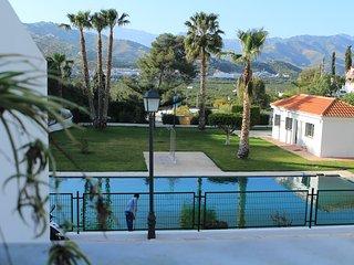 Magnifíc casa con piscina y aparcamiento comunitario,cerca del pueblo y la playa, Almunecar