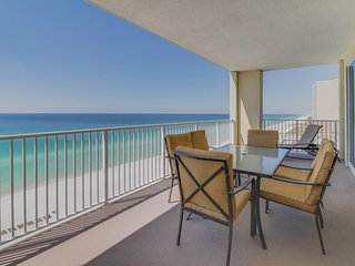 Upgraded oceanfront escape w/pools, sauna, hot tub - snowbirds welcome!