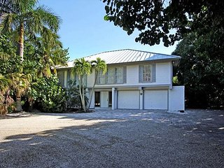 Fisherman's Dream! Lovely home with pool, boat dock and beach access, Captiva Island
