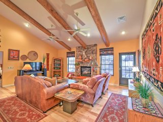 NEW! Luxurious 3BR Pinetop Condo w/ Wooded Views!