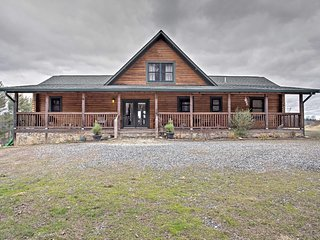NEW! 3BR Leicester Cabin w/Stunning Nature Views!