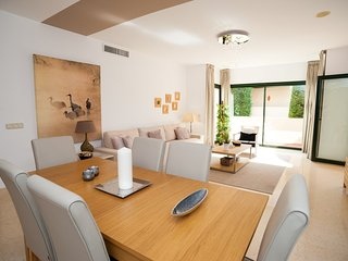 Capanes Luxury Living - Lovely and Sunny 2 Bed