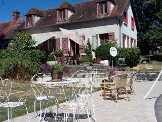 Tranquil three bedroomed house with swimming pool in rural France.