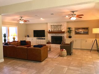 River Park Oasis - 4 BEDROOM House next to Texas State Tubes in San Marcos TX!!!