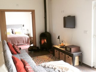 Sleepy Santiago Guest Studio, Castelo de Vide, panoramic views, walk into town