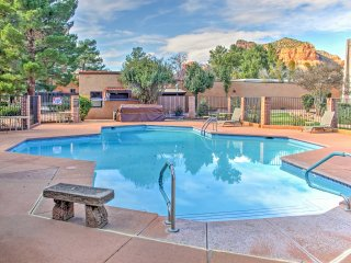 Sedona Condo w/Deck - Pool & Tennis Courts Access!