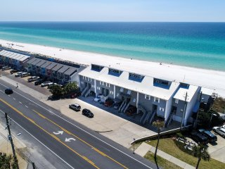 Favor in the Sun - Gulf Front Town Home - Location! 4 Bd/3.5 Bth - 2 Kitchens!, Panama City Beach