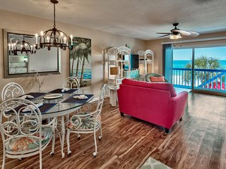 Beautiful Gulf Front Town Home - Great Location! 4 Bdrm/3.5 Baths - 2 Kitchens!