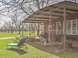 New! 3BR Maxwell House in Beautiful Pecan Orchard!