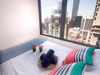 Comfy and High 26 Melb CBD, gym, swim, sauna + WiFi