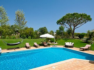 Charming Family Villa in Quinta do Lago with heated pool
