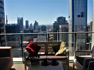 Panorama 43rd Floor LARGE 2br apartment in CBD (able to accommodate 6 people)