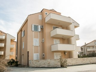 Apartment Miro 4 to 5 people near Zrce beach