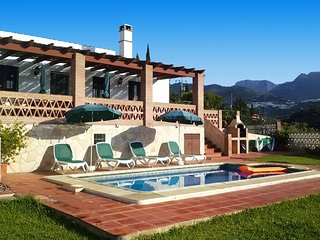 Holiday villa in Frigiliana with 3 bedrooms (020)