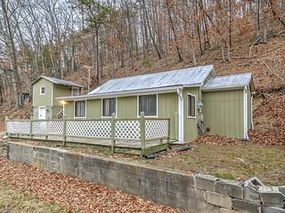 NEW! Peaceful 2BR High View Cabin w/ Bunk House!