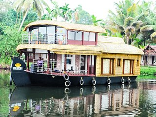 Double Bedroom Premium Houseboat