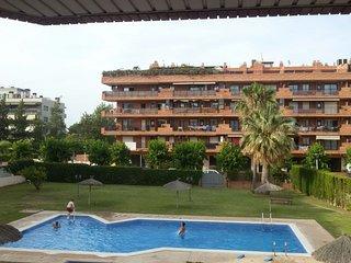 ATENEA-zona tranquila con piscina ideal familias