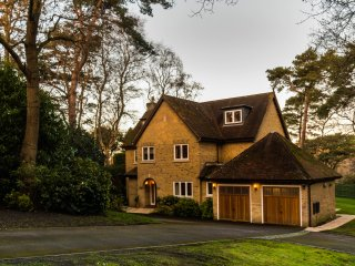Just released - Superb 6 bedroom executive holiday home in Sandbanks!