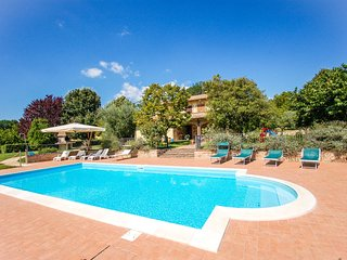 Detached villa with private pool at 1 km from village, 20 from Todi. 5 bedrooms., Avigliano Umbro