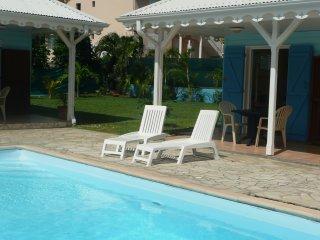 Bungalow de charme T2 avec piscine, proche de la plus belle palge