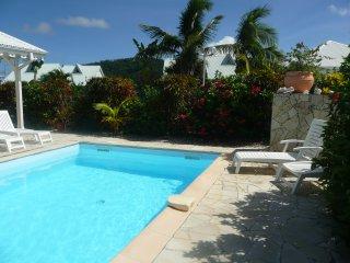 Bungalow de charme T3 avec piscine, proche de la plage des Salines